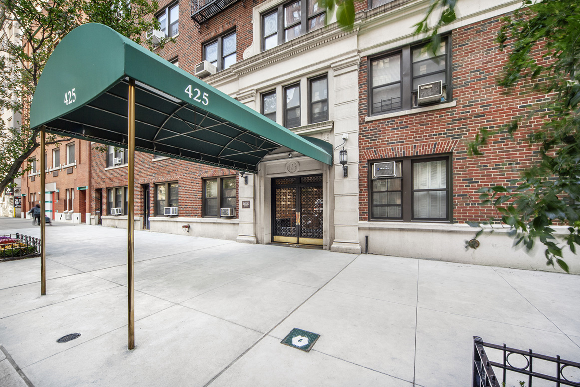 425 East 86th Street, 2D, Living Room/Dining Area