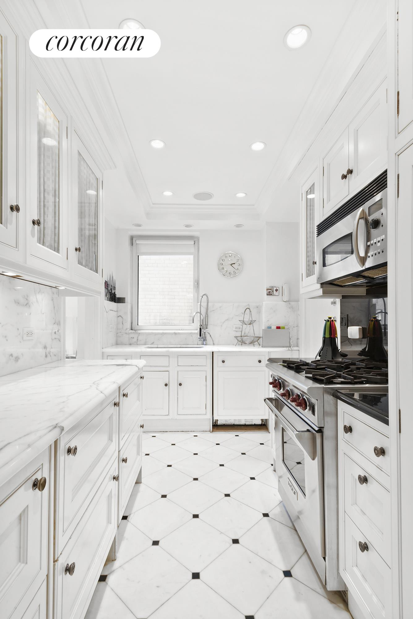 875 Fifth Avenue, 7D, 1 Renovated Chef's Kitchen