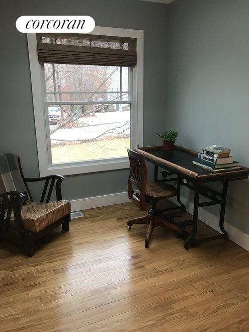Office area off the master