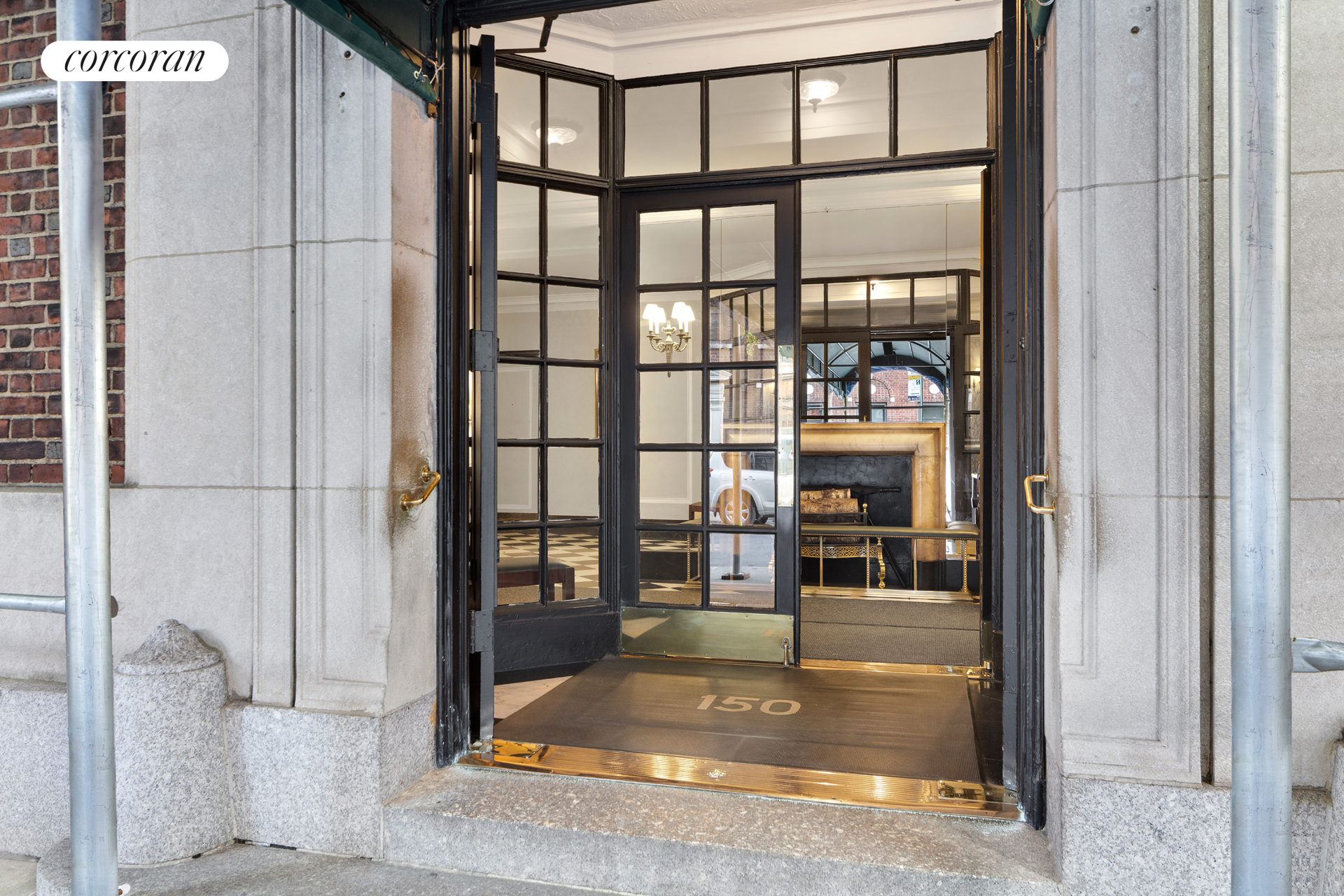 150 East 73rd Street, Building Entrance