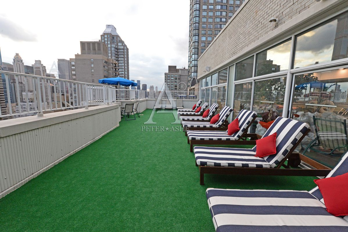 220 East 65th Street, 24C, View