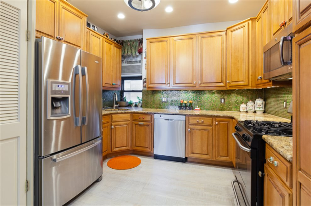 New York City Real Estate | View Eastern Parkway | room 6