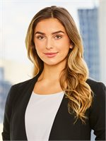 Cammi Aimonetti, a top real estate agent in New York City for Corcoran, a real estate company in Chelsea/Flatiron.